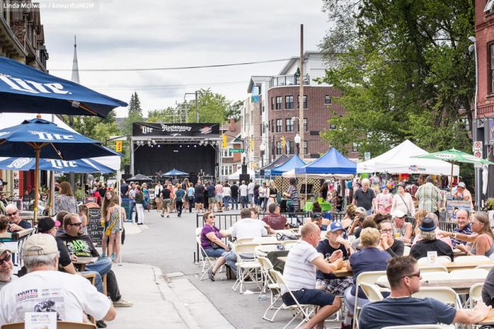 Hunter Street between George and Aylmer in downtown Peterborough was closed on Saturday, August 8 for the fifth annual Hootenanny on Hunter Street (photo: Linda McIlwain / kawarthaNOW)