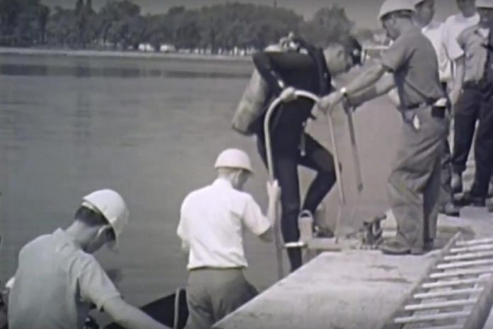 Before moving the fountain to its location in the lake, divers helped place three 1.5 tonne concrete anchors