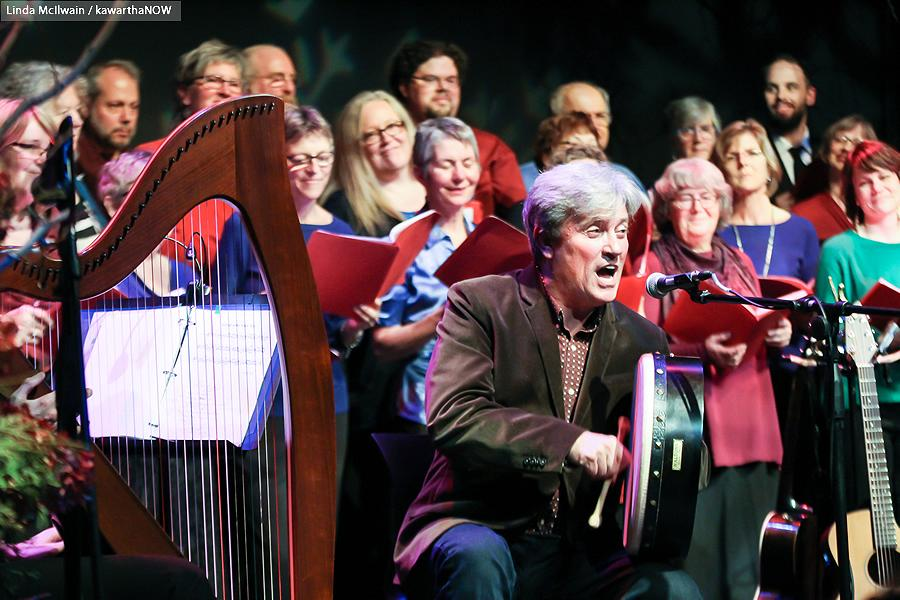 Rob Fortin of Carried Away performs with The Convivio Chorus in the background (photo: Linda McIlwain / kawarthaNOW)