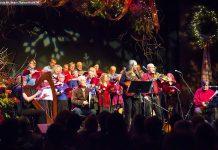 Tanah Haney, Rob Fortin, Susan Newman, John Hoffman, and Michael Ketemer, with The Convivio Chorus in the background (photo: Linda McIlwain / kawarthaNOW)