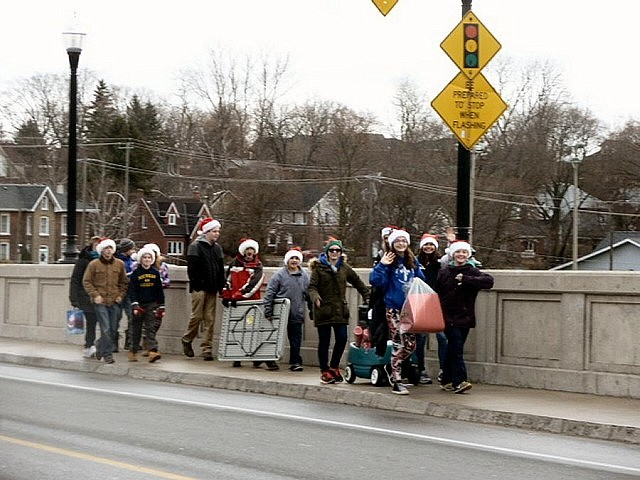 Students on their way from East City to downtown Peterborough via the Hunter Street Bridge