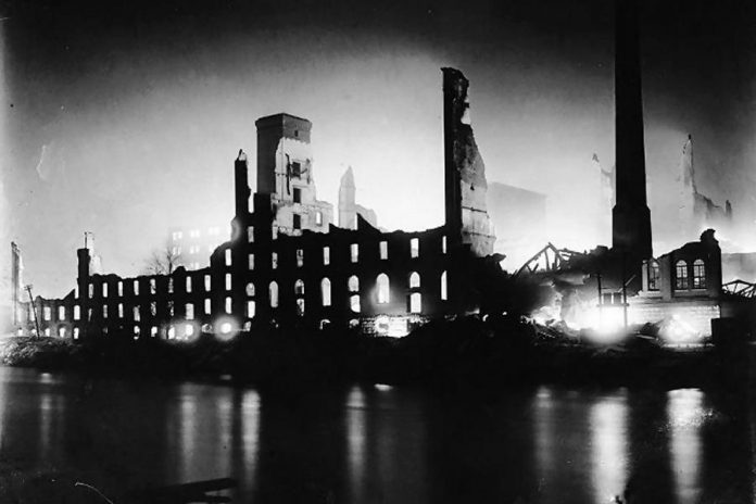 The fire at the Quaker Oats factory in Peterborough began in Building 11 on December 11, 1916 and then spread to the boiler room, causing a massive explosion (photo: City of Toronto Archives)