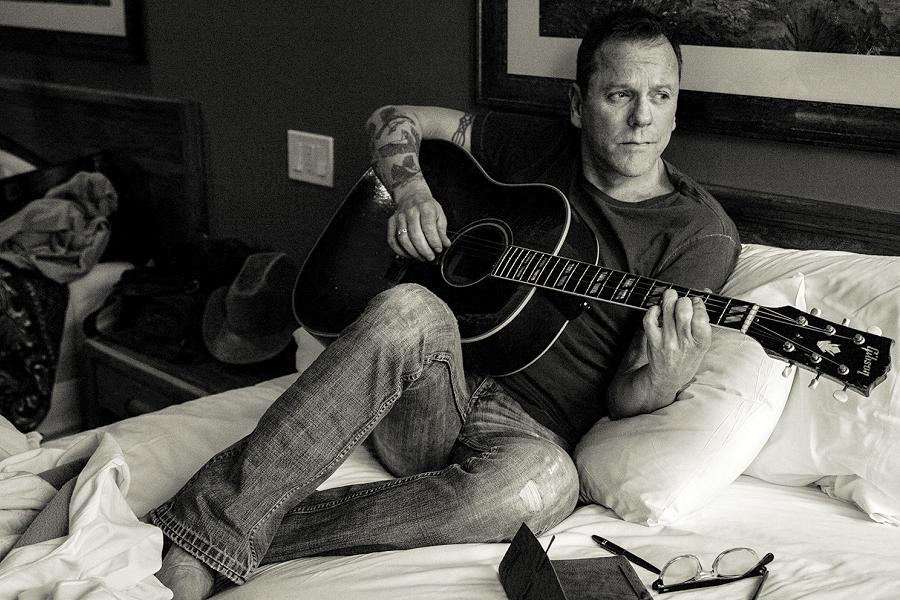 Kiefer Sutherland brings his country rock to Peterborough Musicfest ...