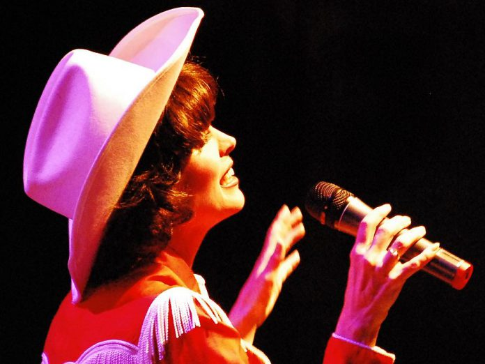 """Leisa Way performs in """"Sweet Dreams: A Tribute to Patsy Cline"""" at Globus Theatre at Lakeview Arts Barn in Bobcaygeon until July 23 (photo: Victoria Schwartzl)"""