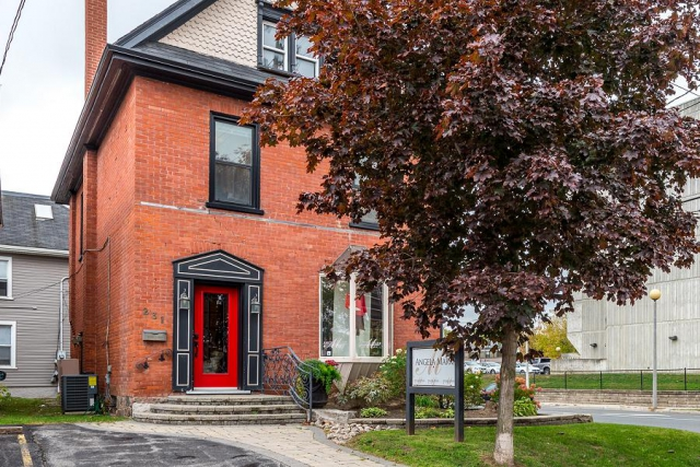 The front entrance of 231 King Street features a fleur de lis railing made by a Toronto ironsmith. (Photo: Doug Logan, Fine Homes Photography)