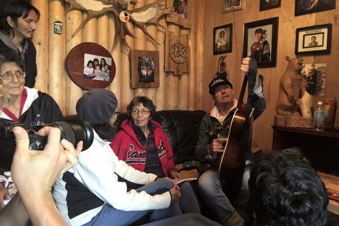 In September, Gord Downie (right) met with Chanie's sister Pearl Wenjack (centre) in Marten Falls First Nation in September (photo: Sheila North Wilson, Manitoba Keewatinowi Oktmakanak)