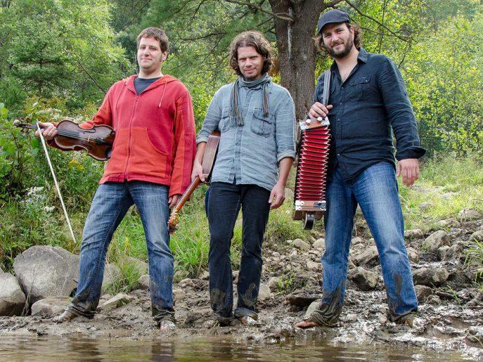 De Temps Antan is a trio of virtuouso musicians from Quebec: André Brunet, Éric Beaudry, and Pierre-Luc Dupuis (publicity photo)