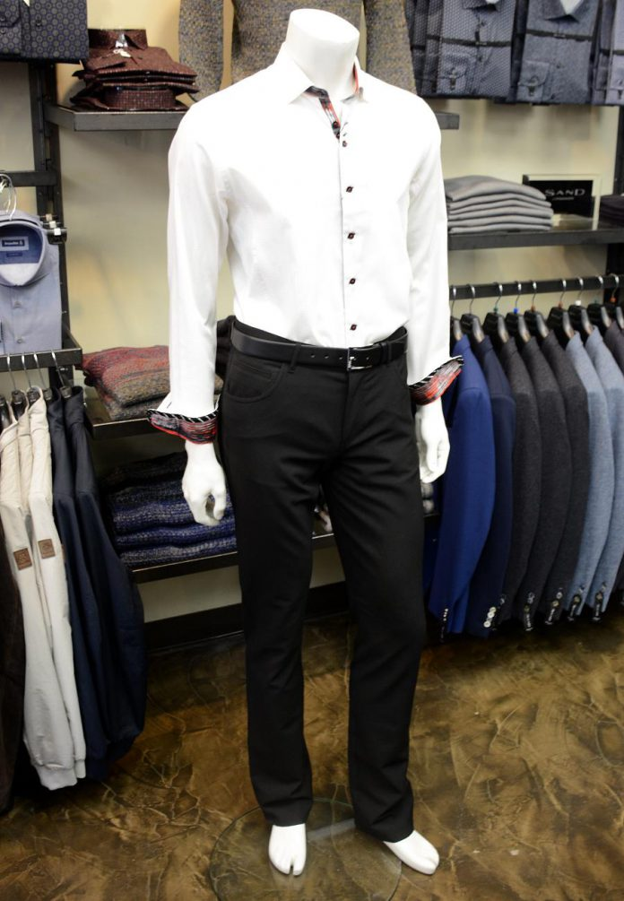 This Au Noir shirt is dressed up with Albert Ceramica pants and a Hugo Boss belt. Note the contrast at the collar and cuffs. (Photo: Eva Fisher)