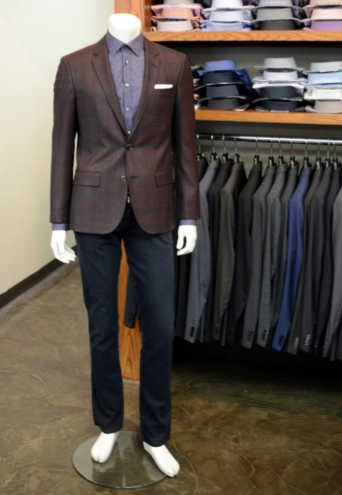 This Sand shirt coordinates perfectly with a Hugo Boss blazer. The look is finished with jeans by DL 1961. (Photo: Eva Fisher)