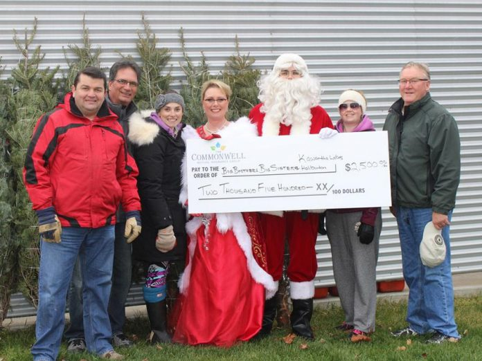 Scott Crone, Jim DeFlorio, Kim Hall of Big Brothers Big Sisters, Regena Scott, Jeff Blodgett, Lisa Hall, and Terry Malcolm, Board Chair of The Commonwell Mutual, present a cheque in the amount of $2,500 to Big Brothers Big Sisters after the 2015  Christmas Tree Giveaway event. (Photo: The Commonwell Mutual Insurance Group)