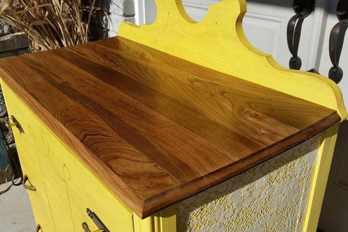 A sample of Tara Genge's work refinishing furniture at Chalk Therapy (photo: Tara Genge / Facebook)