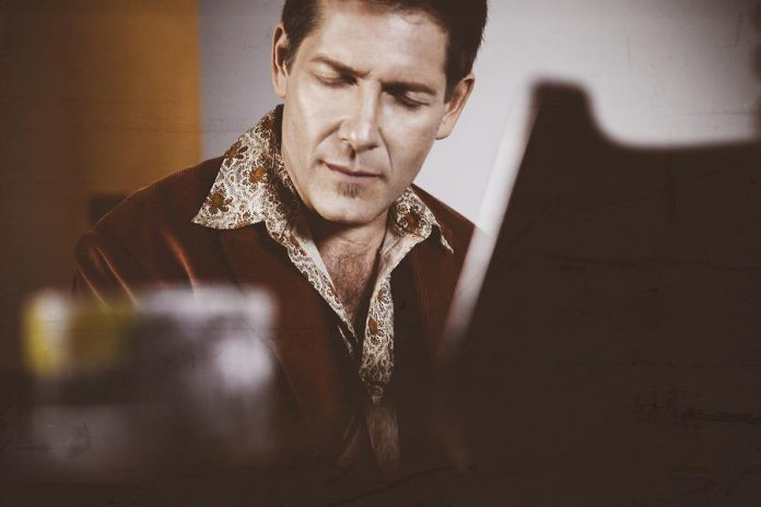 Micah Barnes (photo: Juan Palacio)