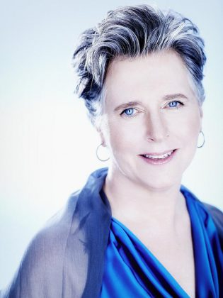 The incomparable Janina Fialkowska will perform Chopin's Piano Concerto no. 1 with the Peterborough Symphony Orchestra on March 25 (photo: Julien Faugère / ATMA)