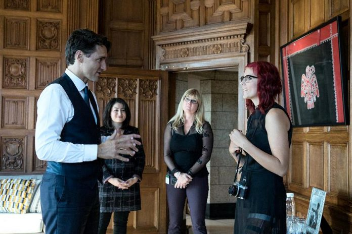 Cancer survivor Tessa Smith, shown here meeting with Prime Minister Justin Trudeau last October as the Terry Fox Foundation Ambassador for 2016, will be the guest speaker at the Kawartha Chamber Volunteer Appreciation Breakfast on April 19 (photo: Justin Trudeau / Twitter)
