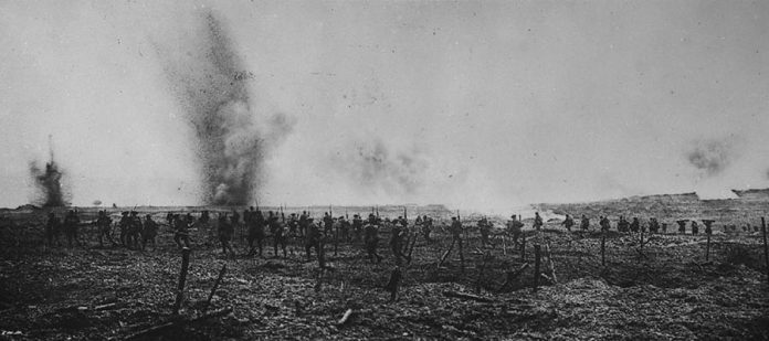 Canadians soldiers advancing through German wire entanglements at Vimy Ridge in April 1917 (photo: Canadian Department of National Defence/Library and Archives Canada/PA-001087)