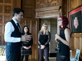 Cancer survivor Tessa Smith (right), shown here meeting with Prime Minister Justin Trudeau last October as the Terry Fox Foundation Ambassador for 2016, will be the guest speaker at the Kawartha Chamber Volunteer Appreciation Breakfast on April 19 (photo: Justin Trudeau / Twitter)