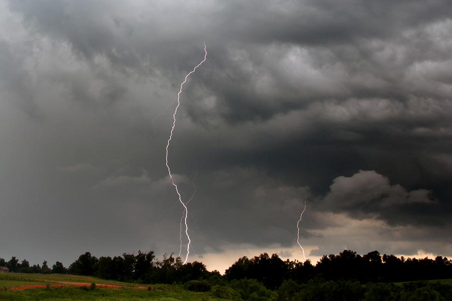 Wind warning and severe thunderstorm watch for the Kawarthas