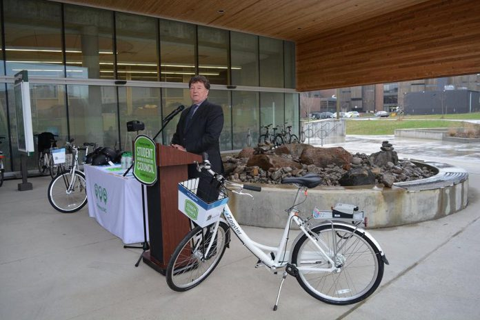 At the April 19th launch of the service, Fleming College President Dr. Tony Tilly congratulates Fleming Student Administrative Council on their efforts bringing the Zagster Bike Share program to Fleming College (photo: Fleming College)
