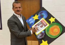 Col. Chris Hadfield began the day with a surprise visit with members of Community Living Central Highlands. (Photo: United Way CKL)