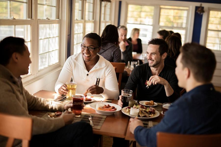 Gather with friends at Viamede for a relaxed meal or one of their spectacular culinary events. (Photo: Viamede Resort)
