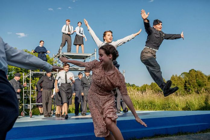 The show features elaborate swing-era dance sequences choreographed by Monica Dottor with musical direction by Justin Hiscox. (Photo: Rebekah Littlejohn)