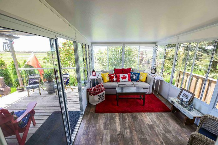 Elaine Hogan decorated their new Lifestyle Home Products sunroom with Canada flag pillows, inspiring Lifestyle to photograph the sunroom in honour of Canada's sesquicentennial. (Photo: Lifestyle Home Products)