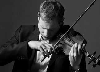 Acclaimed TSO Concertmaster Jonathan Crow will play the Mendelssohn Violin Concerto with the Peterborough Symphony Orchestra at Showplace Performance Centre on Saturday, November 4. (Photo: Toronto Symphony Orchestra)