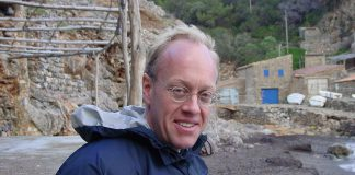 "American journalist Chris Hedges, who spent nearly two decades as a foreign correspondent for mainsteam media before becoming a columnist for the progressive news and commentary website Truthdig, will deliver a public talk entitled ""Writing As Resistance"" at the Market Hall in Peterborough on November 20, 2017."