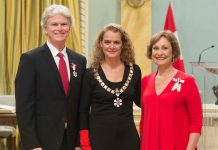 Brian Finley and Donna Bennett, Members of the Order of Canada, with Governor General Julie Payette. (Photo: Sgt. Johanie Maheu, Rideau Hall)