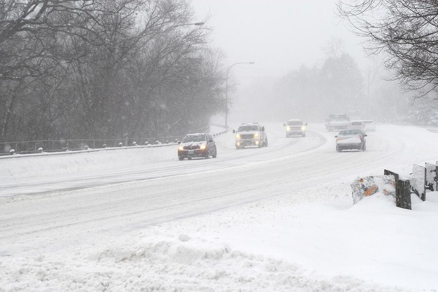 Snowy morning commute forecast for southern Ontario as school begins