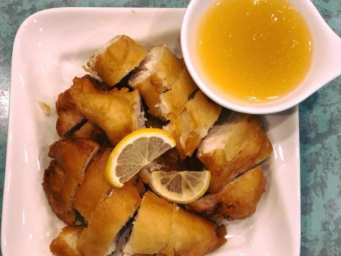 Lemon Chicken may not be an authentic Chinese dish, but it is a well-loved menu item. (Photo: Dragon Yan)