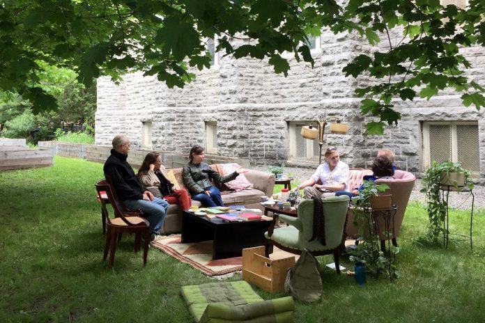The 2017 100in1Day Ottawa included an outdoor livingroom space that was created to encourage conversations between community members over a friendly cup of tea. (Photo: 100in1Day Ottawa)