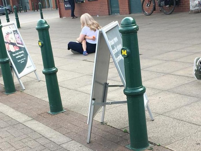 Adam Poole posted this photo on Facebook of a mother comforting her autistic child and provided advice to others on what they should and shouldn't do in this situation. His post has been shared more than 65,000 times. (Photo: Adam Poole / Facebook)