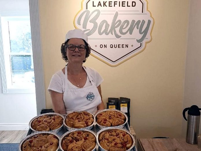 Fresh-baked Cheslsea Buns at Lakefield Bakery On Queen. (Photo: Lakefield Bakery On Queen / Facebook)