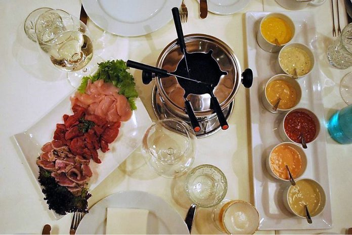 Inspired by co-owner Alvaro de la Guardia's time living in Switzerland, fondues can be ordered 24 hours in advance at Fresh Dreams. (Photo: Fresh Dreams)