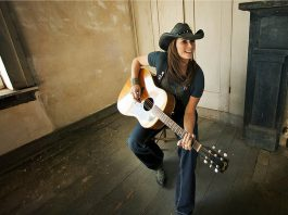 Alberta-born award-winning country music star Terri Clark performs a free concert at Peterborough Musicfest at Del Crary Park in downtown Peterborough on August 15, 2018. (Publicity photo)
