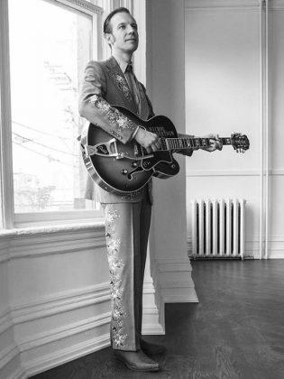 Toronto guitarist, banjo player, and singer-songwriter Nichol Robertson will provide  musical accompaniment during Deborah Kimmett's performance.  (Publicity photo)