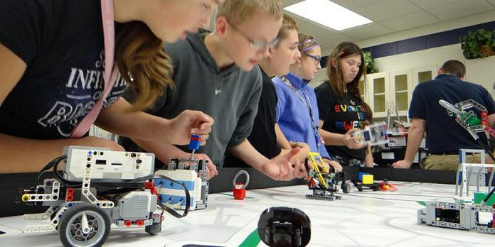 The discussion on making, coding, robotics, and more is ideal for parents who want to understand how these opportunities fit into their children's careers and vocational futures. (Photo: Northumberland CFDC)
