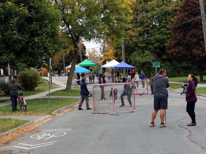 Neighbours on Sophia Street planned activities for all ages to enjoy during their recent Pulse Pop-up, including street hockey, bike riding, live music, and a neighbourhood potluck. (Photo: Karen Halley)