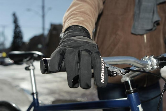 Invest in a good pair of windproof gloves or mitts if you are cycling in the winter. Make sure you can control the gears and brakes properly while wearing them. (Photo: EnviroCentre)