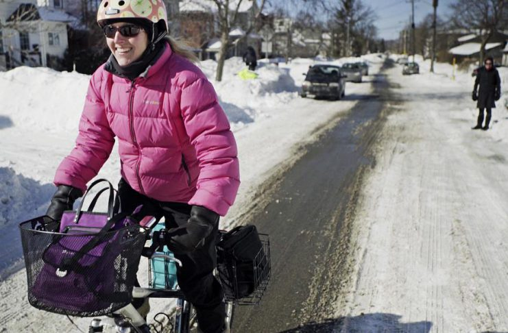 With preparation and planning, winter cycling can be an active, safe, and fun part of your day, whether you're walking the kids to school, commuting, or heading out for groceries. (Photo: EnviroCentre)