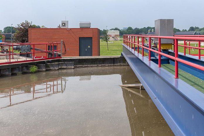 The sedimentation tank of a sewage treatment plant. (Stock photo)