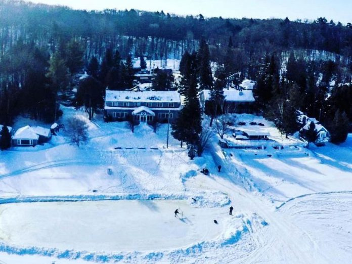 The Ice Cube Gallery takes place on February 9 and 10, 2019 at the Bonnie View Inn resort on Lake Kashawigamog in Haliburton County. (Photo: Bonnie View Inn)