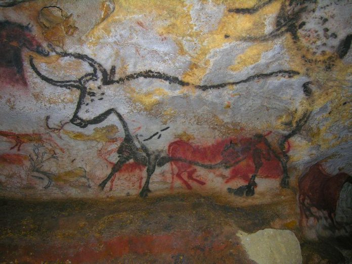 Located only a few kilometres from Terrasson, the Lascaux Caves contain some of the oldest and finest prehistoric art in the world, estimated to be around 17,000 years old.
