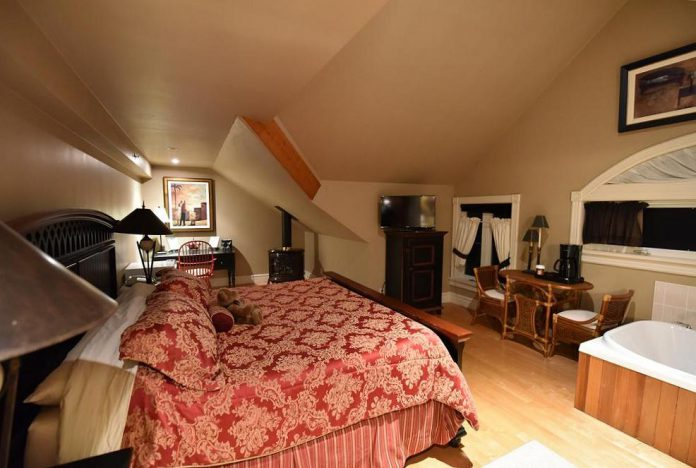 Burleigh Falls Inn has the perfect cozy room for your romantic winter getaway. (Photo: Burleigh Falls Inn)