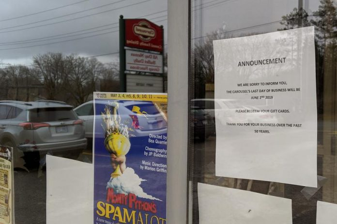 A notice in the front entrance window of the Carousel announcing the closure.  (Photo: Bruce Head / kawarthaNOW.com)