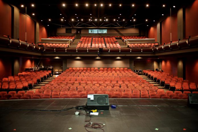 For large events, the 647-seat Erica Cherney Theatre includes 368 seats on the main floor and 279 seats in the balcony. The theatre features world-class sound, lighting, and projection supported by experienced technical staff. The theatre is fully licensed and alcoholic and other beverages available in the main lobby can be taken into the main theatre to enjoy. (Photo courtesy of Showplace Performance Centre)