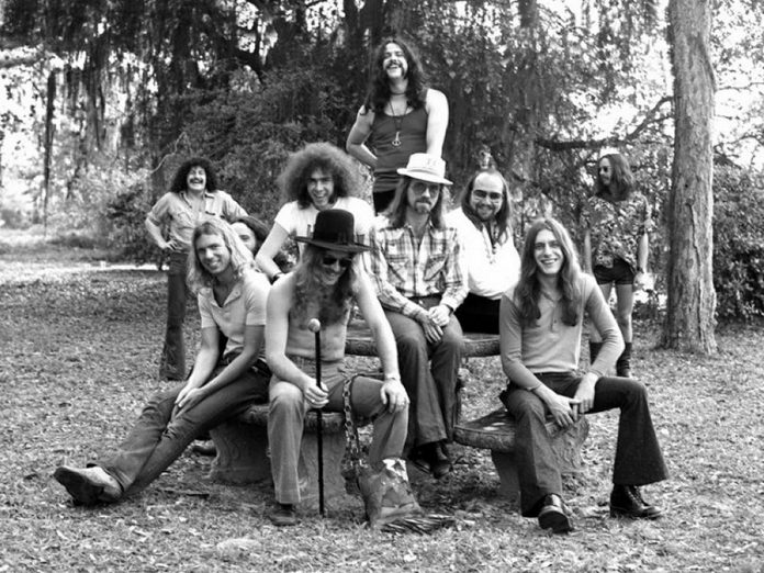 Lighthouse in a 1972 promotional photo. Seated front from left: Larry Smith, Skip Prokop, Dick Armin, Paul Hoffert, and Ralph Cole; standing rear from left: Don diNovo, John Naslen, Bob McBride, and Howard Shore. (Photo: John Rowlands)