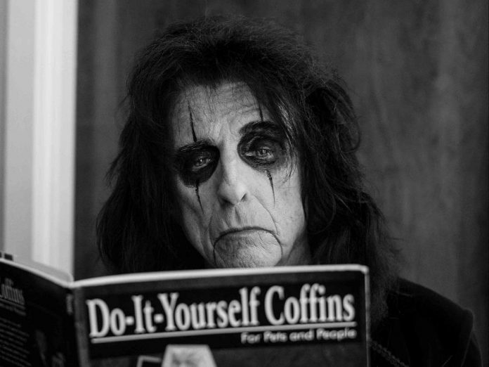 """""""Ol' Black Eyes"""" Alice Cooper is known for his grisly theatrics and black humour. (Photo: Kyler Clark Photography)"""