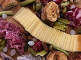 New Italian eatery and wine bar Bar Vita opened in downtown Peterborough on September 21st. They offer a variety of pastas and an appetizer selection including charcuterie platters. (Photo courtesy of Bar Vita)